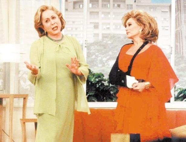 """19.jul.2001 - A atriz Susana Vieira grava uma participação ao lado de Aracy Balabanian no """"Sai de Baixo"""", programa humorístico da Globo"""