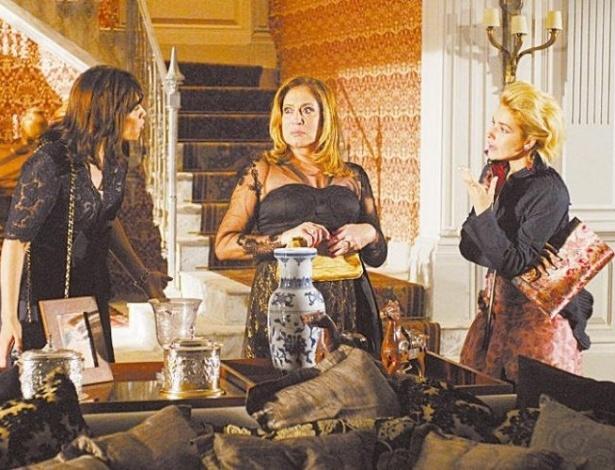 """1.nov.2009 - As atrizes Thaís de Campos, Suzana Vieira e Monique Alfradique em cena da minissérie """"Cinquentinha"""", da Globo"""