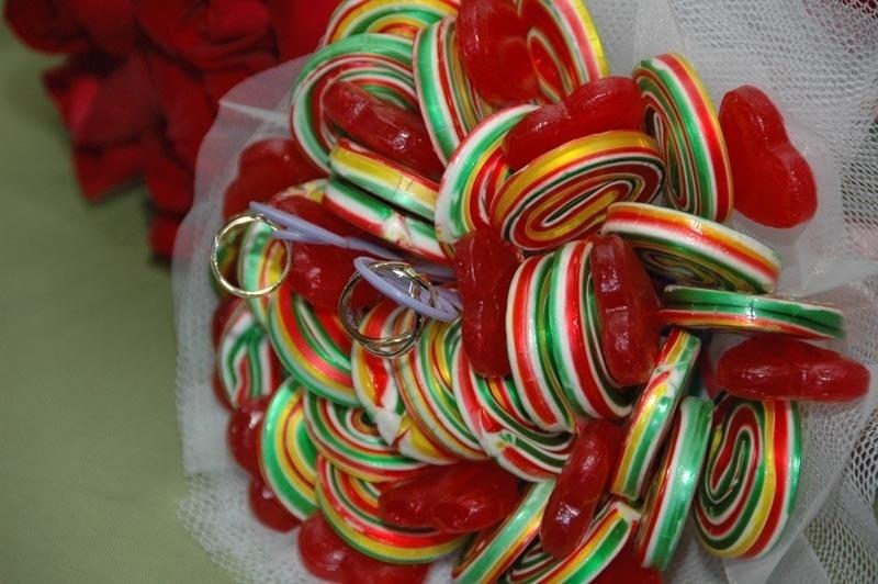 Buquê de pirulitos para damas de honra; da Struture Produções (www.strutureproducoes.com.br), a partir de R$ 100 (unidade). Disponibilidade e preço pesquisados em julho de 2013 e sujeito a alterações