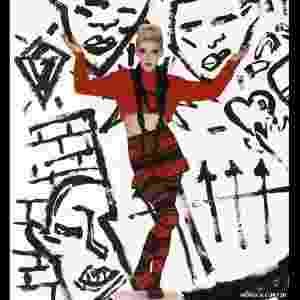 """""""Em 1984, a semana de moda de Londres foi criada"""", diz Claire Wilcox, diretora de moda do V&A. """"Pela primeira vez, as criações de estilistas estavam sendo mostradas no mesmo lugar: isso colocou a moda britânica no mapa de forma bastante profissional. E aumentou o apoio do governo."""" - BBC"""