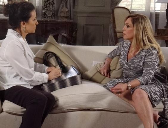 """Em """"Amor à Vida"""", Pilar desconfia de Leila ao saber que Nicole foi pedida em casamento"""