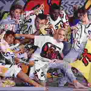 Entre os temas explorados na exposição, estão o design de têxteis e as camisetas típicas do começo dos anos 1980 - BBC