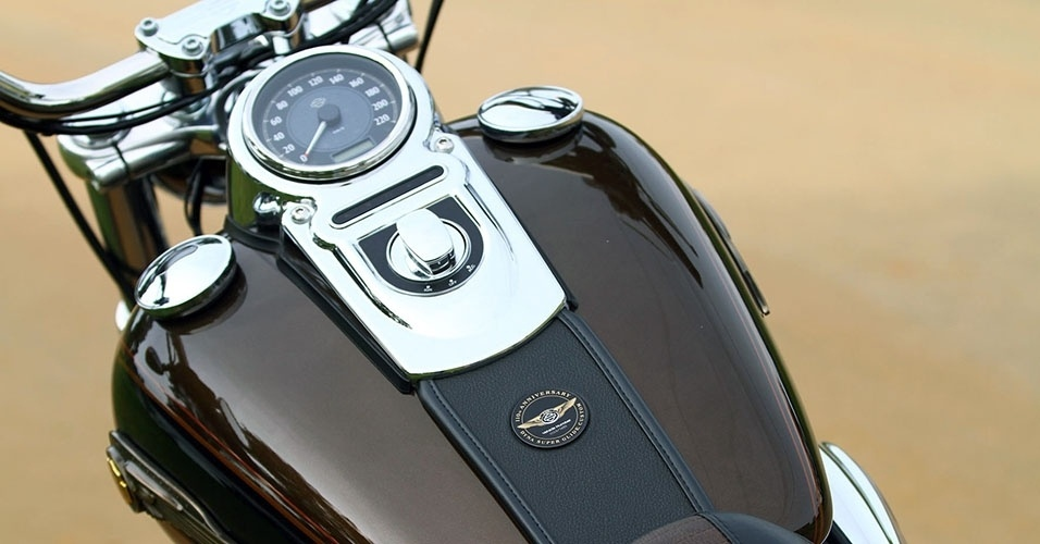 Harley-Davidson FXDC Super Glide Custom 110th Anniversary Edition