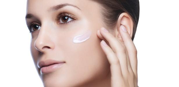 Os antioxidantes atacam os radicais livres que são responsáveis por alterações na pele como descoloração, ressecamento, perda de elasticidade e formação acelerada de rugas - Thinkstock