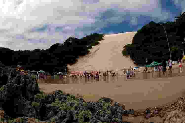 Na caminhada pela praia de Ponta Negra, em Natal (RN), o Morro do Careca logo aparece - Daniel Thompson/Arquivo pessoal