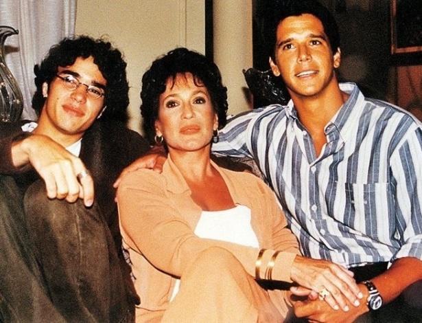 """17.mar.1999 - Os atores Caio Blat, Susana Vieira e Márcio Garcia em gravação da novela """"Andando nas Nuvens"""", da Globo"""