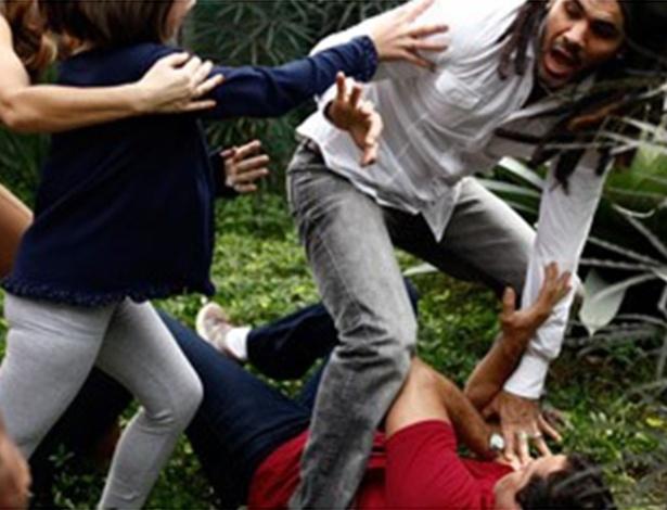 Paulinha tenta separar briga de Ninho e Bruno