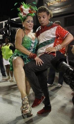 2012 - Susana Vieira e o promoter David Brazil durante ensaiio da escola de samba Grande Rio, no Rio