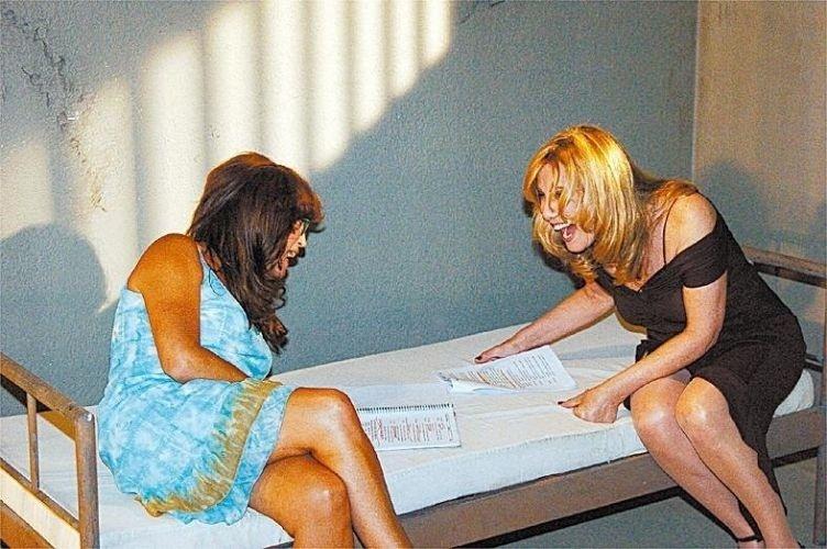 """2005 - Susana Vieira e Renata Sorrah se divertem nos bastidores da novela """"Senhora do Destino"""""""