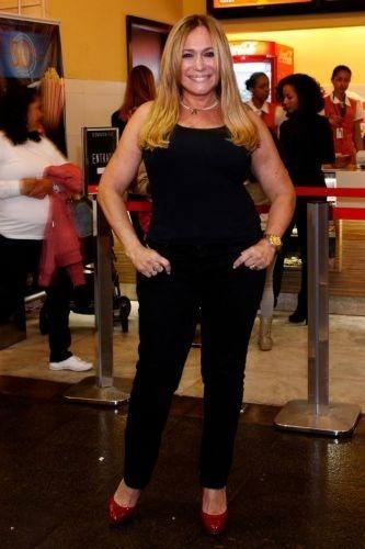 19.jul.2010 - Susana Vieira posa na inauguração da sala 3D do Cine Fashion Mall, no Rio de Janeiro