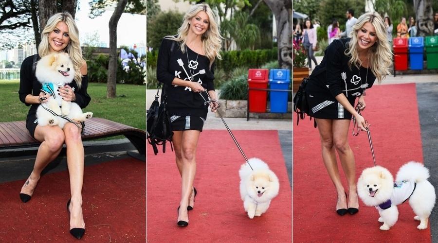 13.jul.2013 - Karina Bacchi participou de uma desfile acompanhada do seu cachorrinho,  Joy, na Casa Cor, em São Paulo. O evento teve como objetivo estimular a adoção de cães e gatos, além de prestar apoio a ONG Ampara Animal