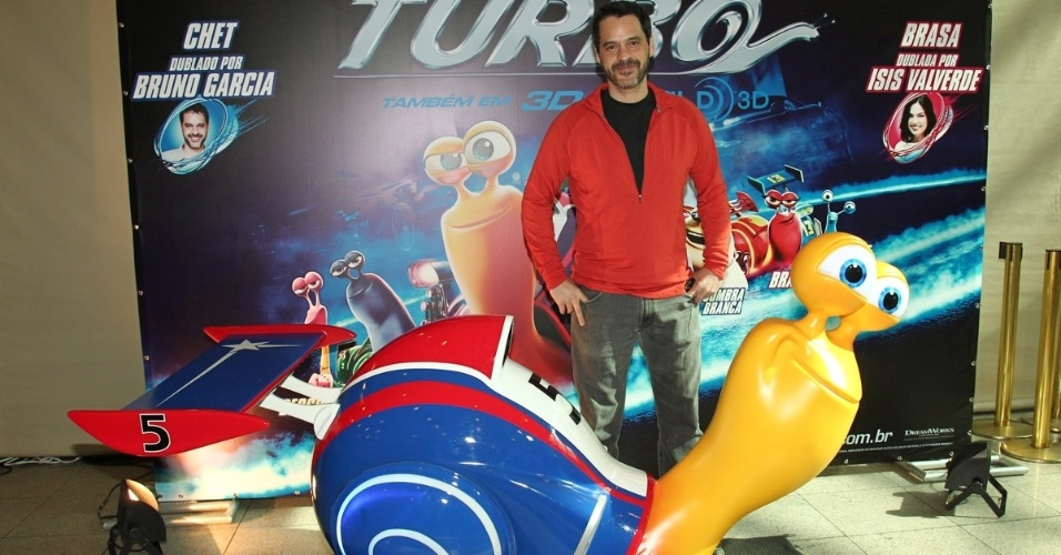 13.jul.2013 - O ator Bruno Garcia vai a pré-estreia de filme