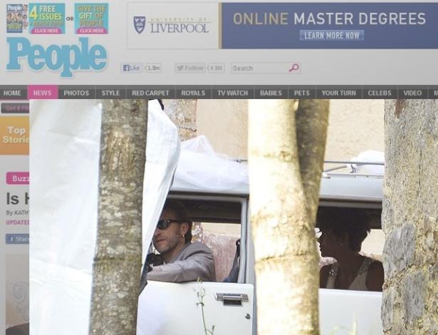 Halle Berry chegou ao local do casamento em um carro branco