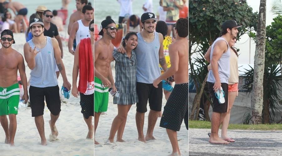 14.jul.2013 - Caio Castro foi tietado durante passeio pela praia da Barra da Tijuca, zona oeste do Rio. Simpático, o ator parou para fotografar ao lado das fãs