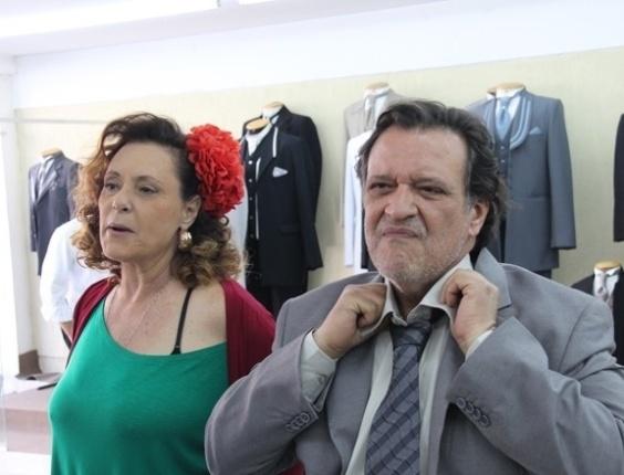 """14.jul.2013 - Tatá Werneck e Elizabeth Savalla gravam """"Amor à Vida"""" na """"Rua das Noivas"""", em São Paulo"""