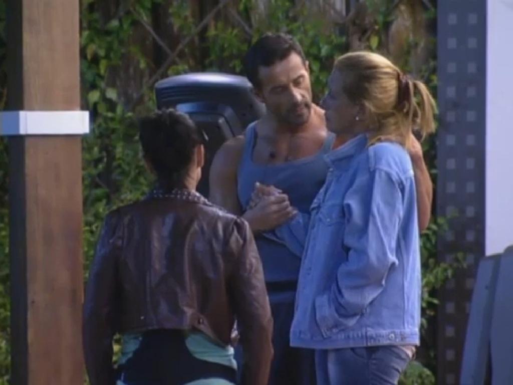 15.jul.2013 - Marcos Oliver consola Rita, e diz para ela manter o foco no jogo e acreditar