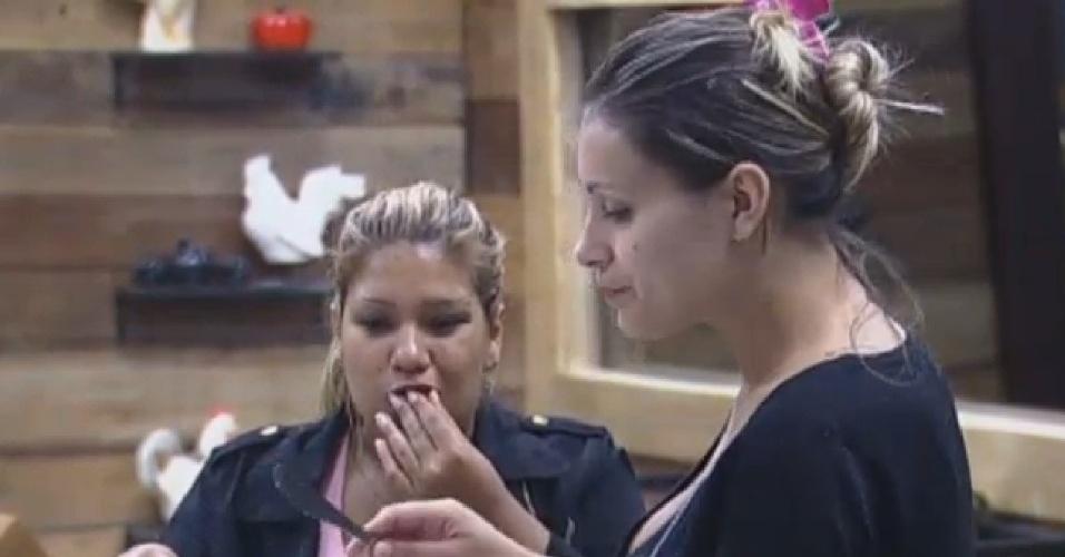 15.jul.2013 - Mulher Filé e Andressa Urach tomam café da manhã juntas