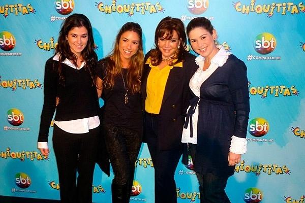15.jul.2013 - Renata, Patricia, Iris e Daniela Abravanel, durante a exibição do 1ª capítulo de