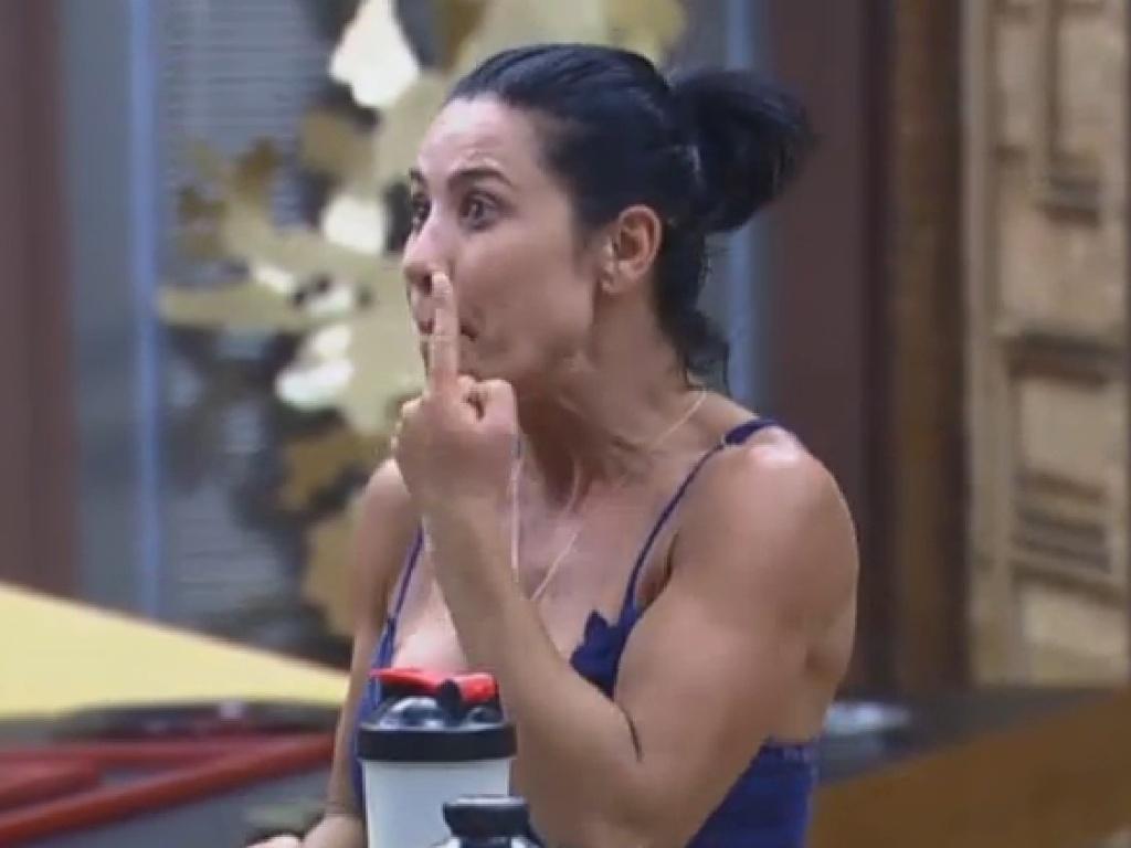 15,jul.2013 - Scheila Carvalho diz que não gosta de falar palavrão