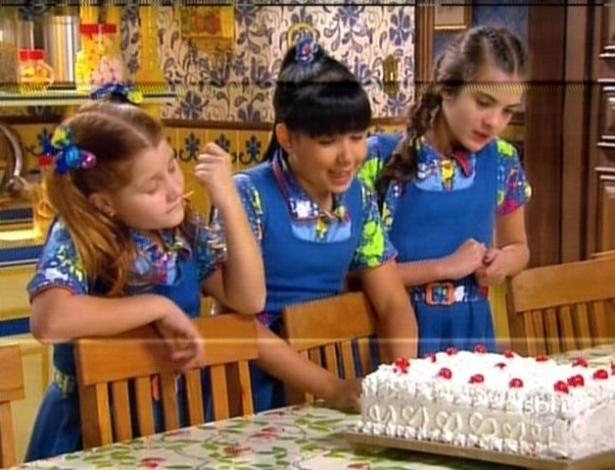 Ana, Cris e Vivi querem comer o bolo feito por Chico
