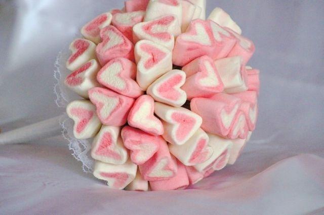 Buquê de marshmallow; da Lanna Correa (www.lannacorrea.com.br), por R$ 80 (unidade). Disponibilidade e preço pesquisados em julho de 2013 e sujeito a alterações