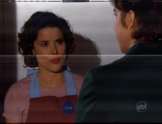 Carol e Junior discutem no elevador