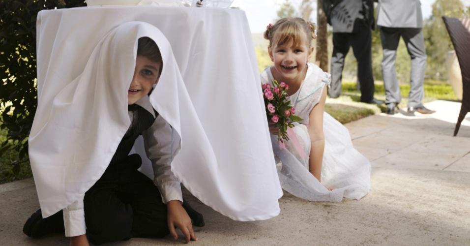 Crianças brincando no casamento