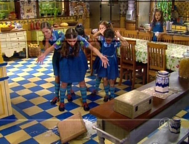 Na tentativa de impedir as meninas de comerem o bolo, Mili acaba por derrubar o bolo no chão