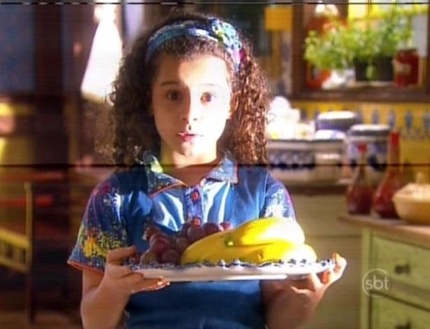 No orfanato, Tati fica deslumbrada ao ver o bolo feito por Chico