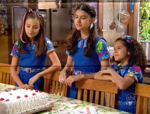 Todas elas resolvem experimentar o bolo