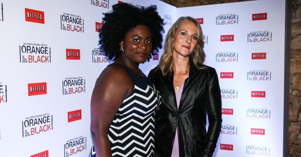 """15.jul.2013 - A atriz americana Danielle Brooks (""""Modern Love""""), posa em São Paulo junto de Piper Kerman, autora do livro que deu origem ao seriado """"Orange is The New Black"""". As duas vieram ao Brasil divulgar a série, uma produção original da empresa de TV por internet Netflix"""