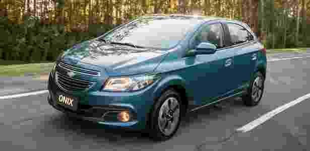 Chevrolet Onix (foto) automático custa a partir de R$ 43.390; Prisma chega por iniciais R$ 46.390 - Divulgação