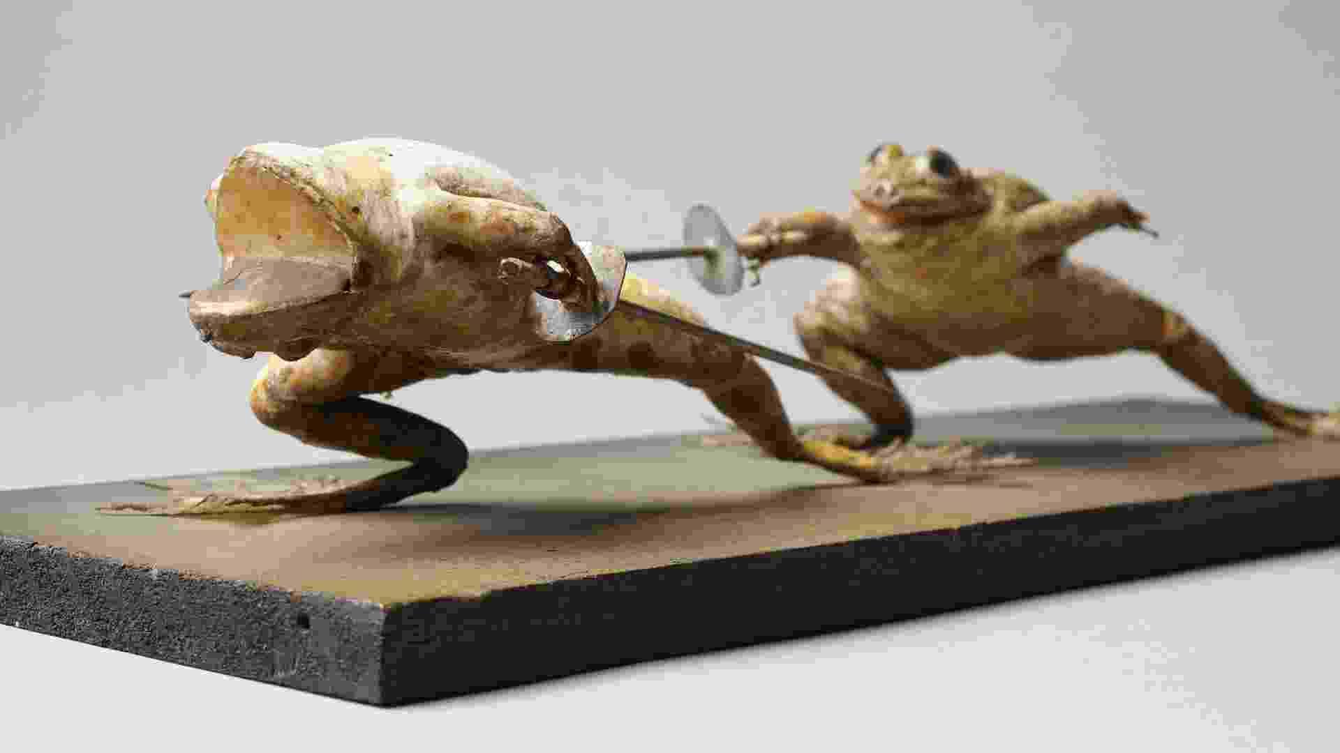 """Escultura de Präparierte Frösche presente na exposição """"The Other Half"""" (""""A Outra Metade""""), do Museu de História da Arte em Viena. Até setembro de 2013, o museu reúne cerca de 80 peças de um período de mais de 4 mil anos de história com a temática de casais e duetos - Divulgação"""