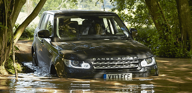 Range Rover Sport entra em ação sem medo de alagados de até 85 centímetros de profundidade