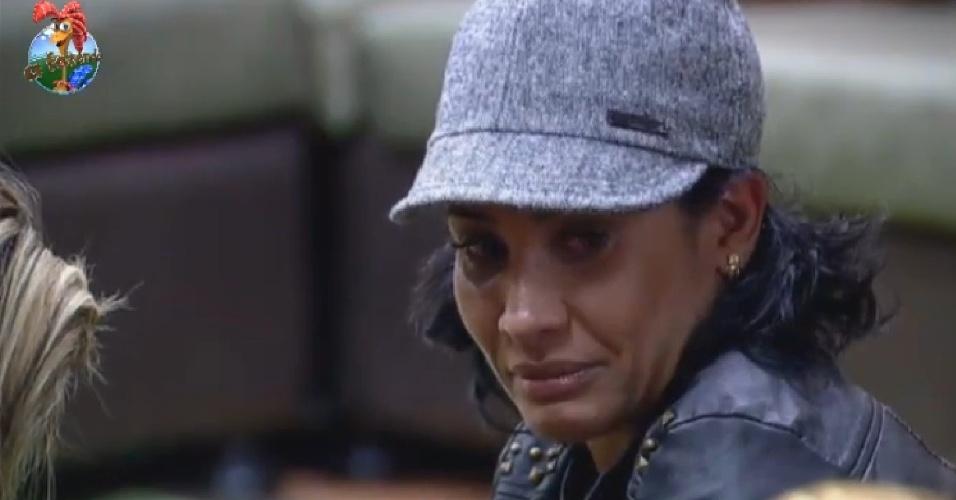 16.jul.2013 - Scheila Carvalho chora após ouvir comentário de Yudi Tamashiro