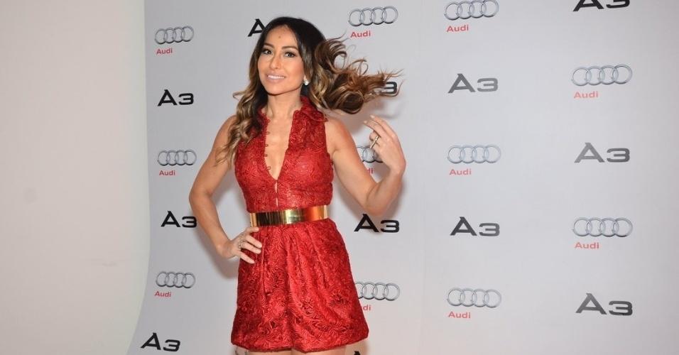 17.jul.2013 - A atriz Sabrina Sato usou um decote ousado para ir a um evento de uma marca de carros em São Paulo