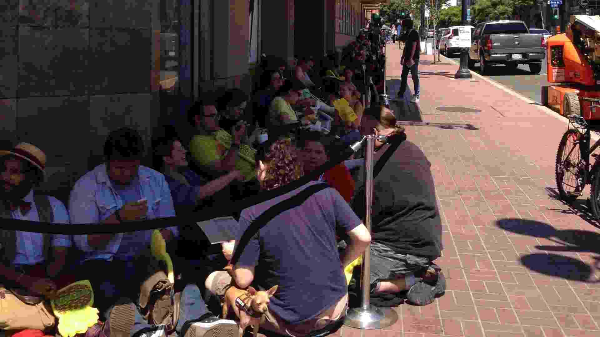 """17.jul.2013 - Fãs fazem fila no Reading Cinema para assistir a """"Psych - The Musical"""", um episódio especial de duas horas da série, que será exibido na noite desta quarta, na programação da San Diego Comic-Con - Natalia Engler/UOL"""