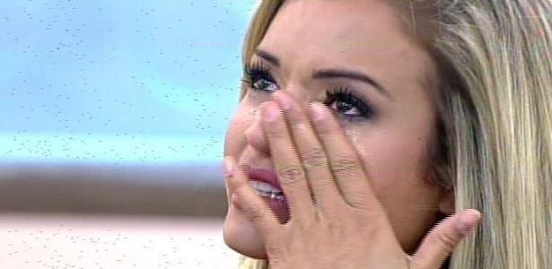 Aryane chora ao falar de Beto no programa Hoje em Dia