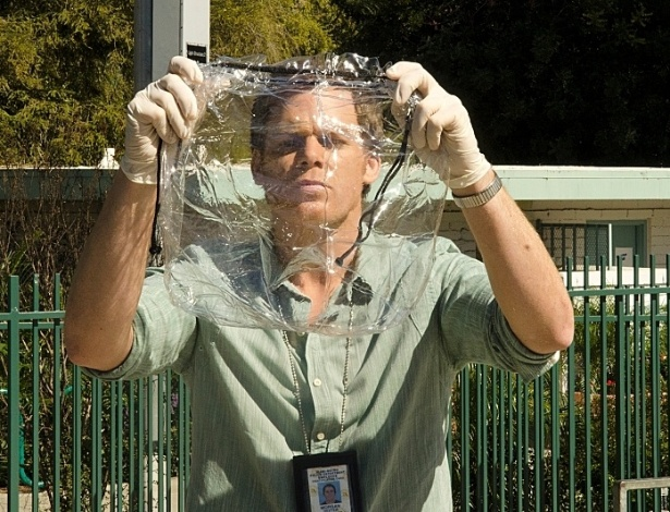 """""""DEXTER"""" - A série que eleva a investigação forense a níveis de fetichismo também bebeu muito de suas referências em """"Arquivo X"""""""
