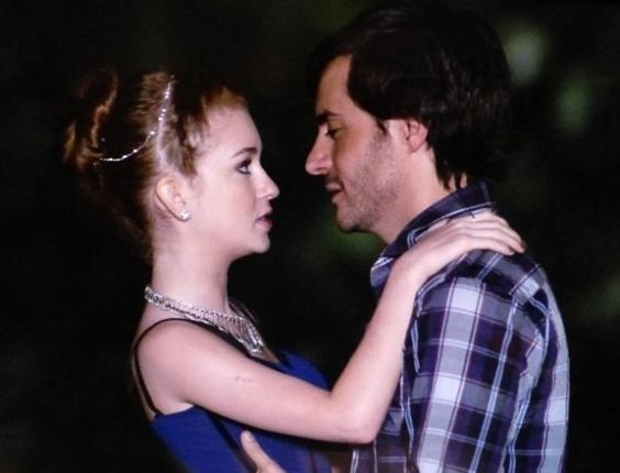 """Em """"Amor à Vida"""", Nicole convida Thales para ir para a cama"""