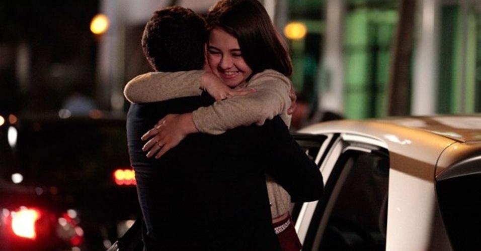 """Em """"Amor à Vida"""", Paulinha abraça Bruno"""