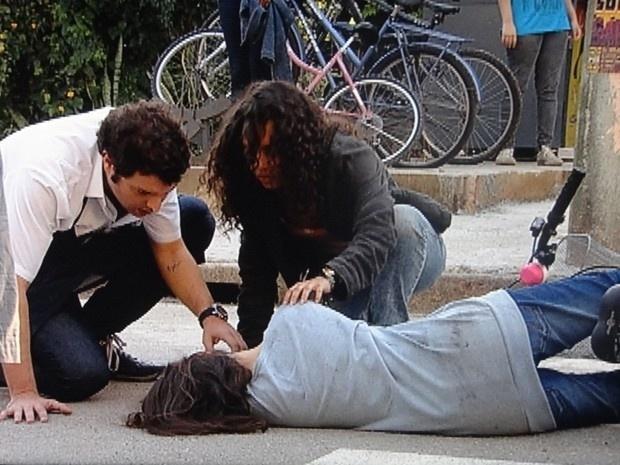 """Em """"Malhação"""", Micaela é atropelada e motorista tenta fugir"""