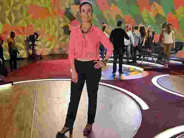 Em seu programa na Globo, Fátima Bernardes costuma mostrar boas opções de looks para o trabalho. A apresentadora veste roupas clássicas com referências contemporâneas. Os maxicolares ajudam a deixar o visual mais descolado, sem perder a formalidade exigida no trabalho - Divulgação/TV Globo
