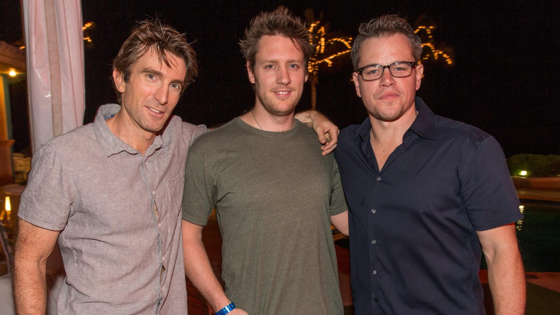 O diretor Neill Blomkamp (centro) e os atores Sharlto Copley (à esquerda) e Matt Damon