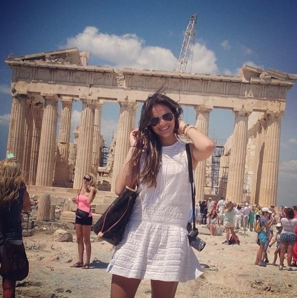 18.ju..2013 - Bruna Marquezine visita o Acrópole de Atenas, na Grécia: