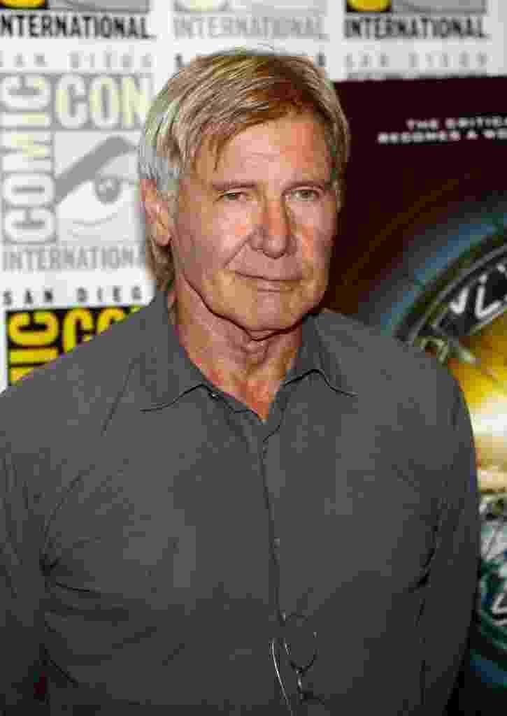 """18.jul.2013 - O ator Harrison Ford posa para fotos em evento de """"Divergent"""" e """"Jogo do Exterminador"""" durante a Comic-Con - Ethan Miller/AFP"""