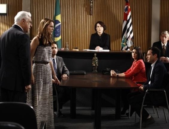 """Em """"Amor à Vida"""", juíza diz que Paulinha não é filha de Paloma"""