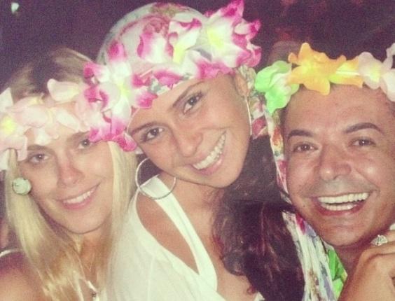 Registro descontraído de David Brazil com as atrizes Carolina Dieckmann e Giovanna Antonelli