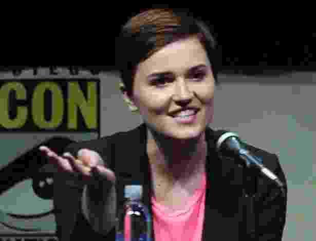 "18.jul.2013 - A autora de ""Divergent"" Veronica Roth durante painel do filme na Comic-Con - Getty Images"