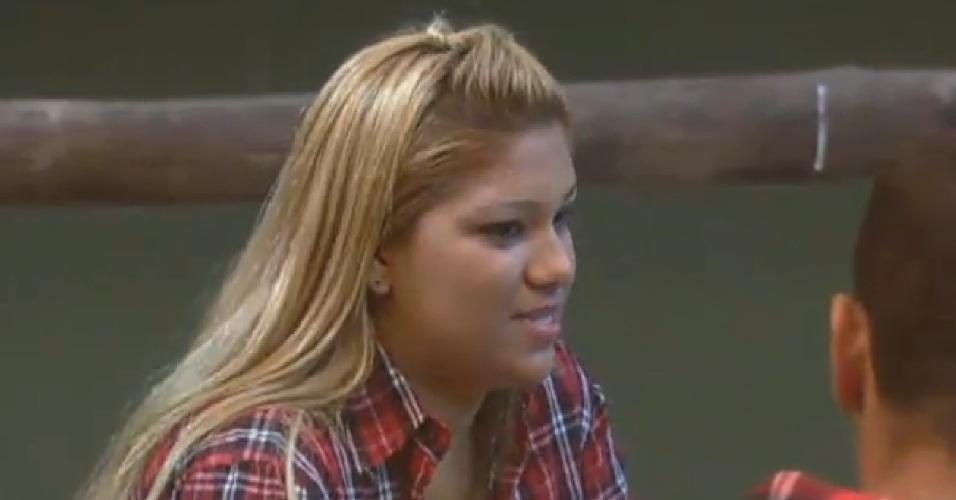 18.jul.2013 - Durante conversa com Marcos Oliver e Scheila Carvalho, Yani de Simone diz que foi criada sem pai